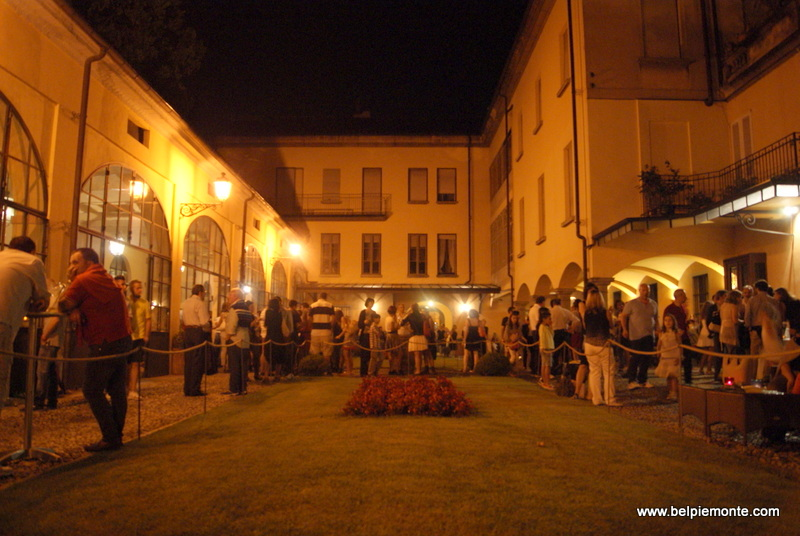 Party in the Contratto courtyard in Canelli