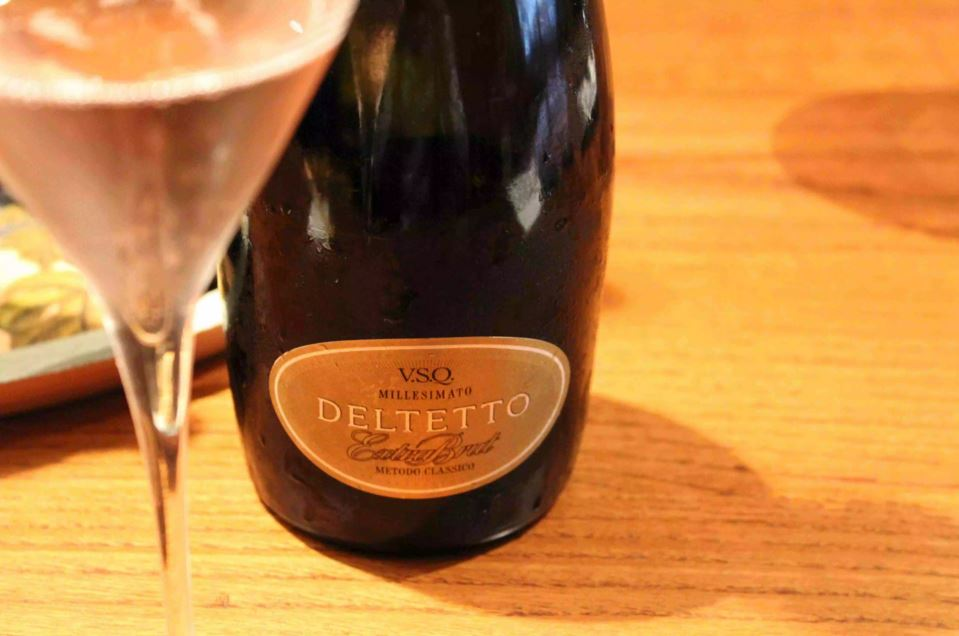 Deltetto Extra Brut Spumante Metodo Classico Rosé from Nebbiolo and Pinot Nero.