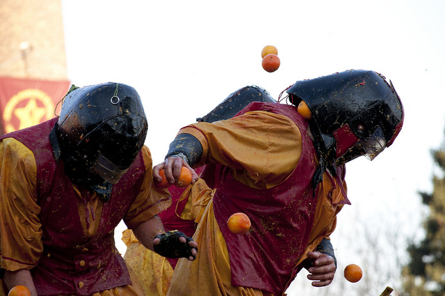 Battle of the Oranges, Carnevale di Ivrea. Photo from furanda, Creative Commons